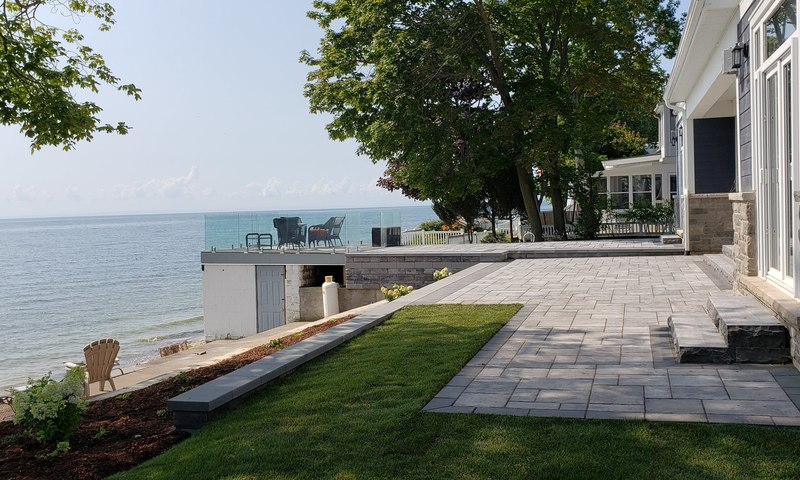 Niagara Lakefront Landscaped Home