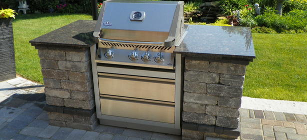 Custom built-in BBQ using Unilock Brussels Dimensional Stone (Mahogany Ash) with Oaks Colonnade (Onyx) accents and a granite counter top