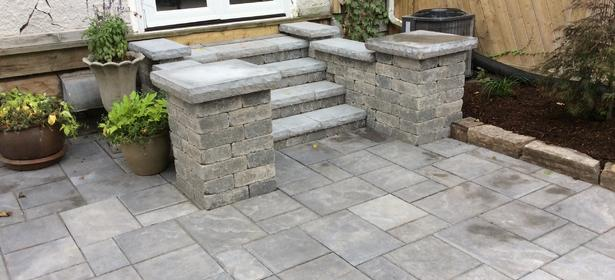 Unilock Beacon Hill Flagstone (Almond Grove) with Unilock Brussels Dimensional Pillars / Steps (Mahogany Ash)